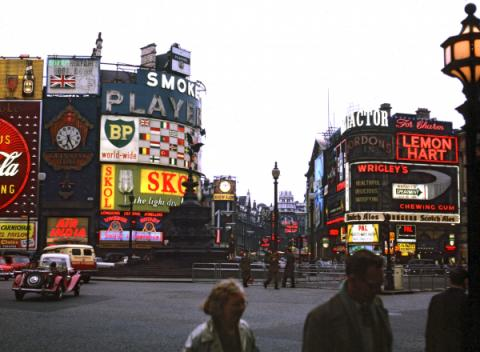 Piccadilly Circus in 1962