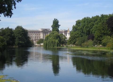 Buckingham Palace gezien vanuit St. James's Park