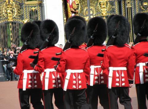 Wisseling van de wacht bij Buckingham Palace